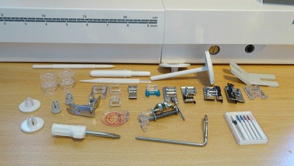 Sewing machine accessories that come with the Janome Mc9400QCP