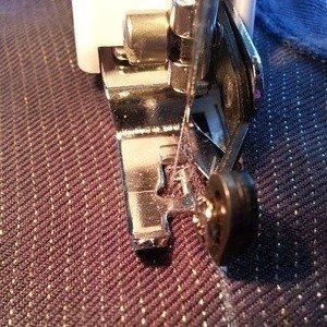 Side cutter foot