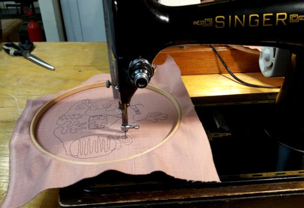 Using a vintage Singer sewing machine to free motion embroider