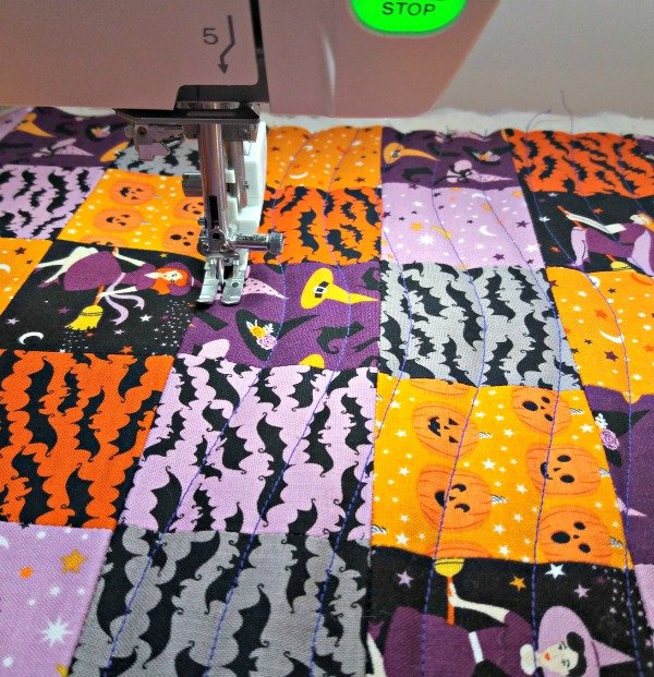 Freestyle wavy line quilting