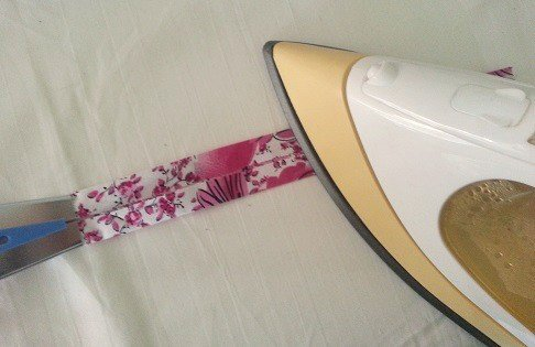 Make binding for dressmaking or quilting