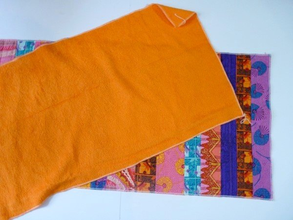 Sew a bathmat with a towel and cotton fabrics