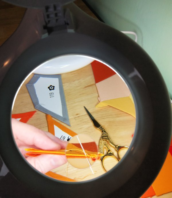 Magnifying craft lamp