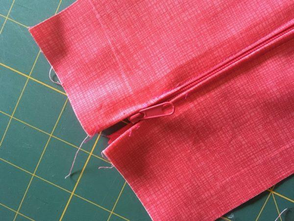 Easy zipper sewing tutorial