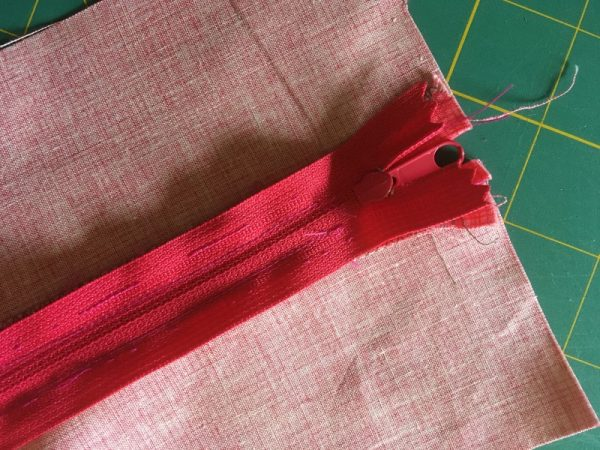 Sewing a zip the easy way