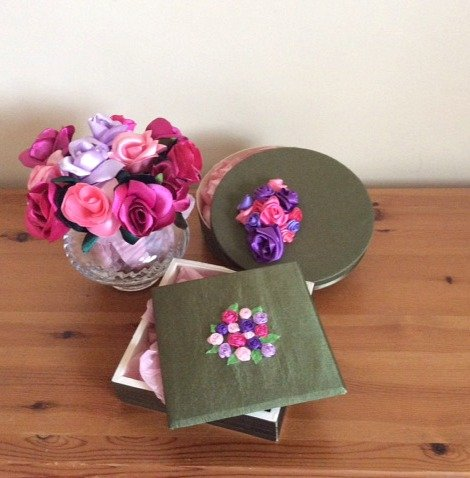 3 ideas for using ribbon roses
