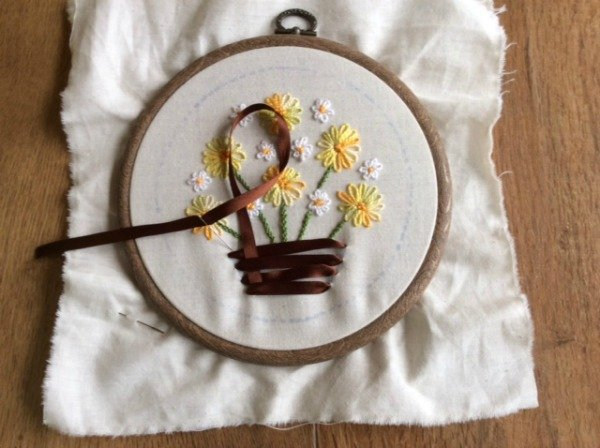 Using ribbons in embroidery