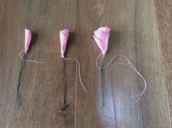 Wiring ribbon roses