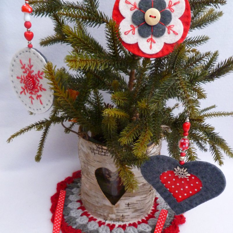 Sew felt nordic style decorations
