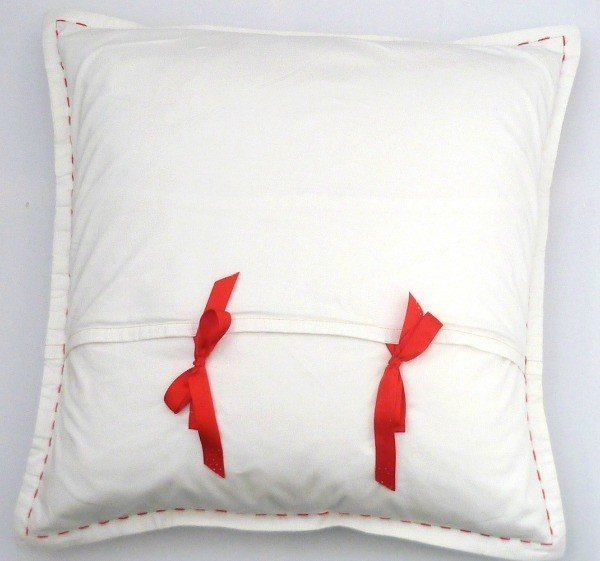 Cushion cover with tie closure