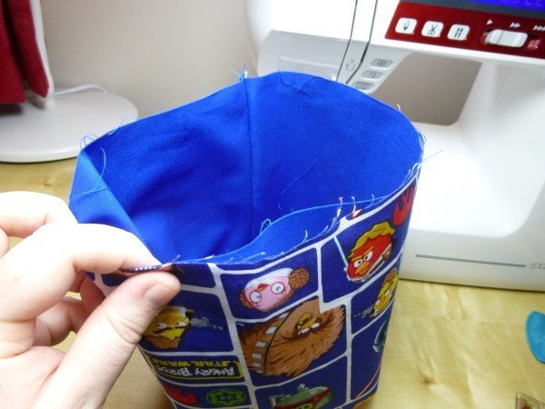 Sewing a basket with a contrasting inside