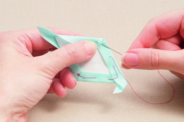How to thread baste diamonds when English Paper Piecing