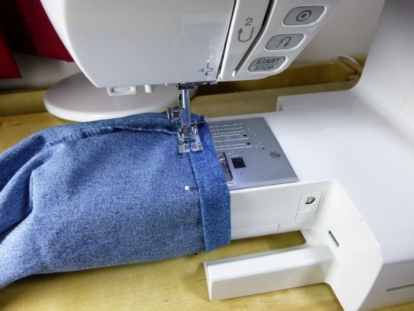 Use free arm on a sewing machine