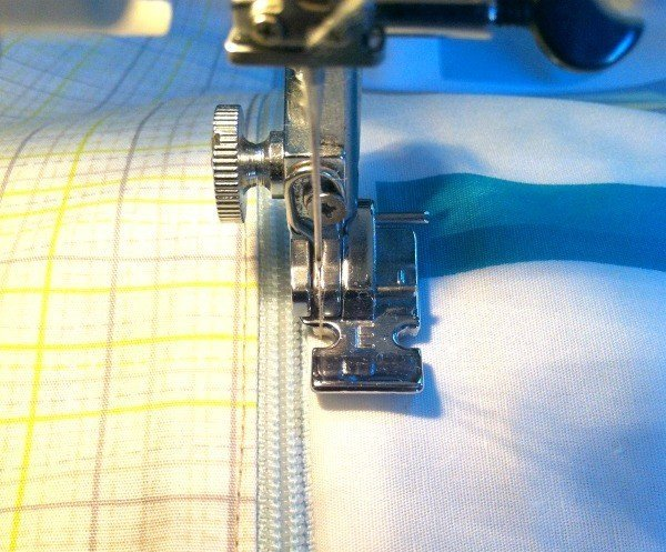 How to top stitch a zip