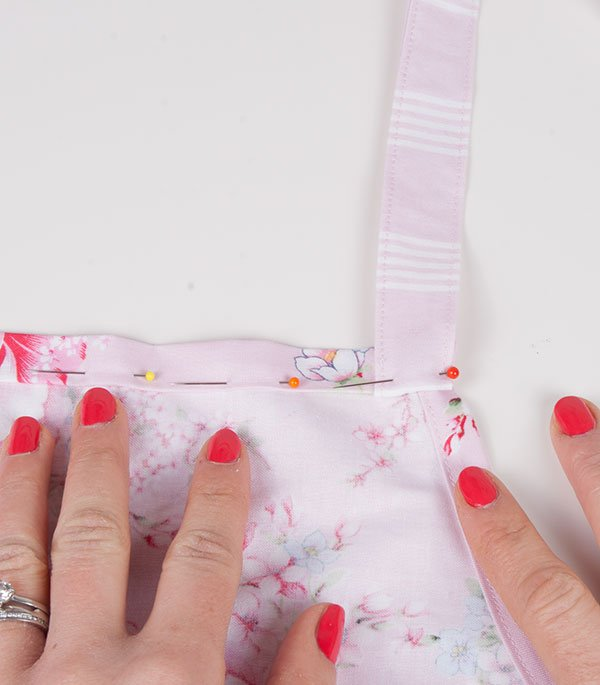 Sewing an apron for beginners