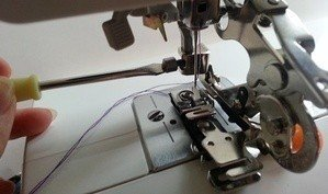 How to change sewing machine feet
