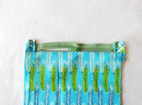 Triangle shaped zipped pouch to sew