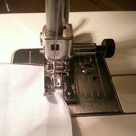 Hoe to sew a rolled hem with an overedge foot