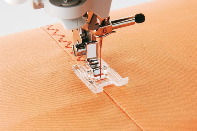 Foot for seeing clearly when sewing