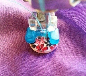 Machine sewing buttons