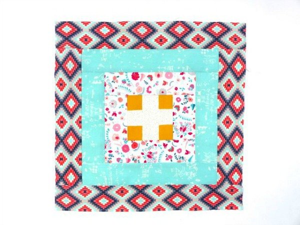 What is the courthouse steps quilt block?