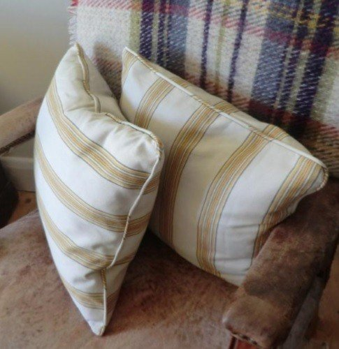 Sew a piped edge on a cushion