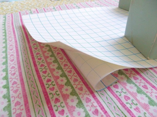 Applying sticky laminate to fabric