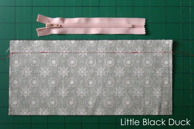 Lapped zips for cushions