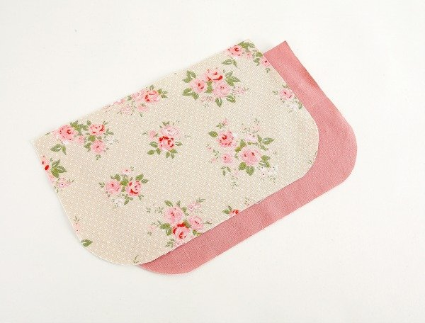 Rounded corners for making a bag