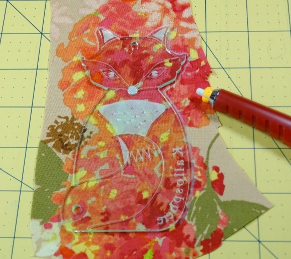 How to add applique to a bag