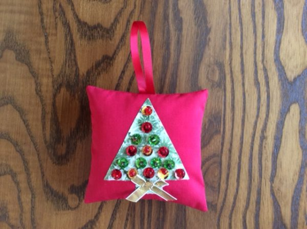 Sewing simple Xmas baubles