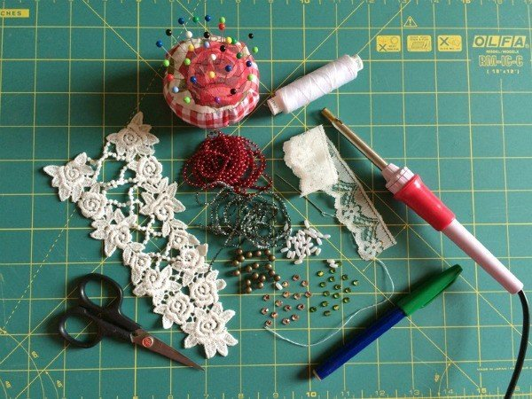 Supplies for customising clothes