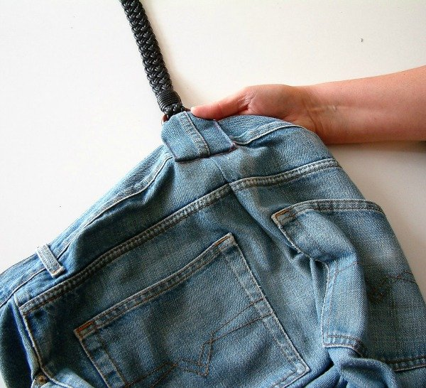 How to upcyle your jeans into a bag
