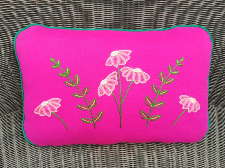 Free embroidered cushion pattern with embroidered flowers