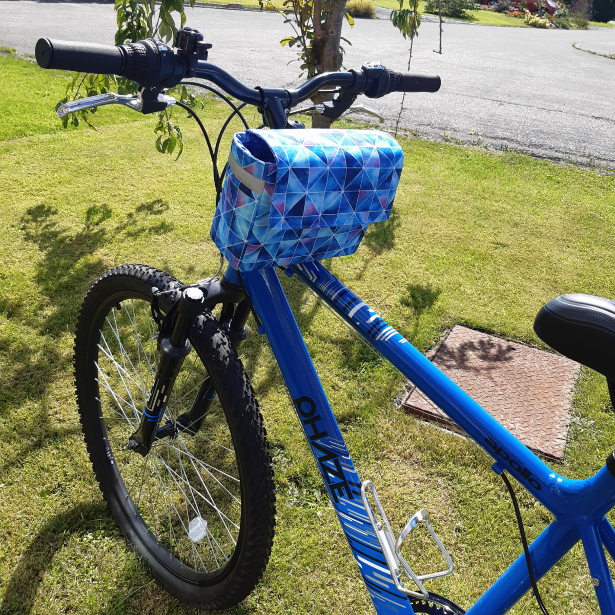 Waterproof handlebar bike bag sewing project.