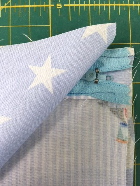 Beginner's sewing projects with zips