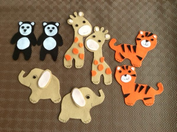 Zoo animal baby mobile pattern and project made with felt