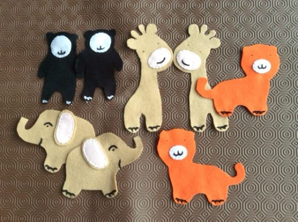 Felt baby crib mobile project with animals