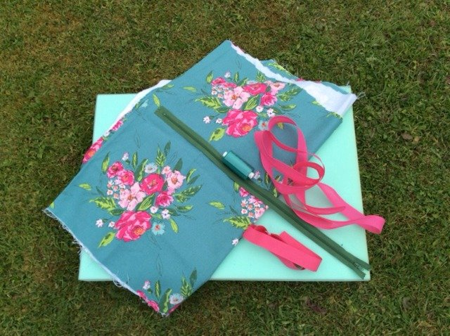 How to make a cushion pad for a garden chair