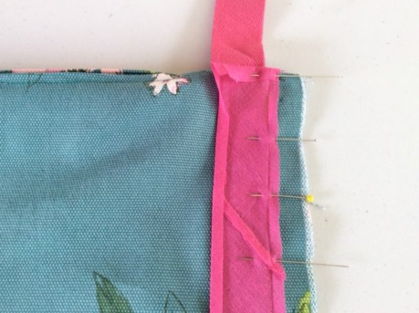 How to add piping to a cushion