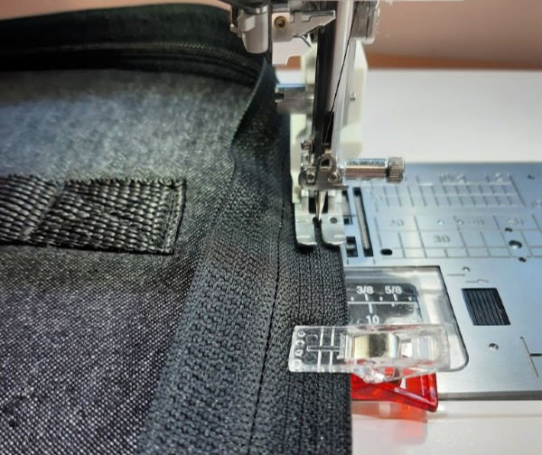 Free padded laptop case pattern with zip