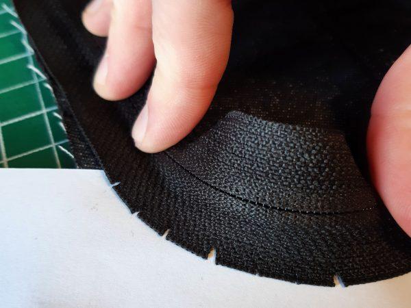 Sewing a zip around a corner