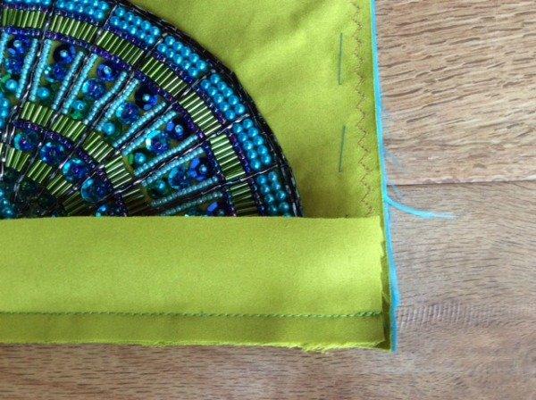 How to bind a clutch bag