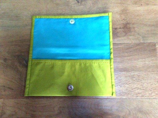 Clasp fastening on a clutch bag