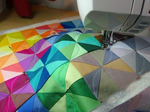 EAsy half square triangle mini quilt pattern - free