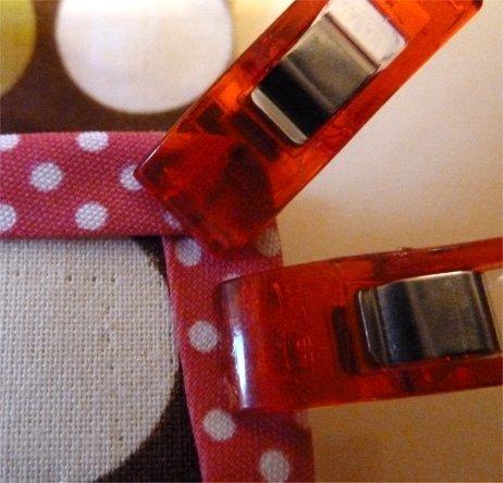 How to sew bias tape around corners