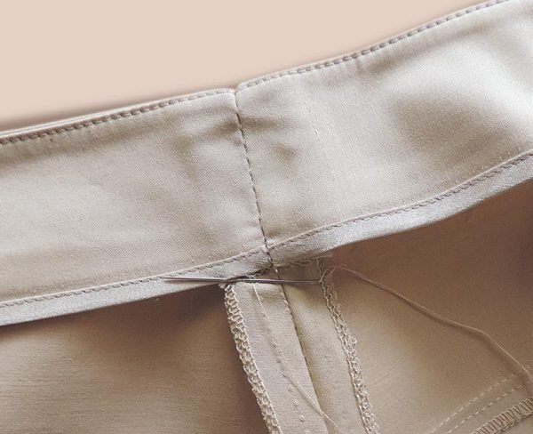 How to reduce the waist on trousers by hand