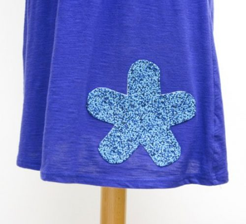 How to add a flower applique to your clothes