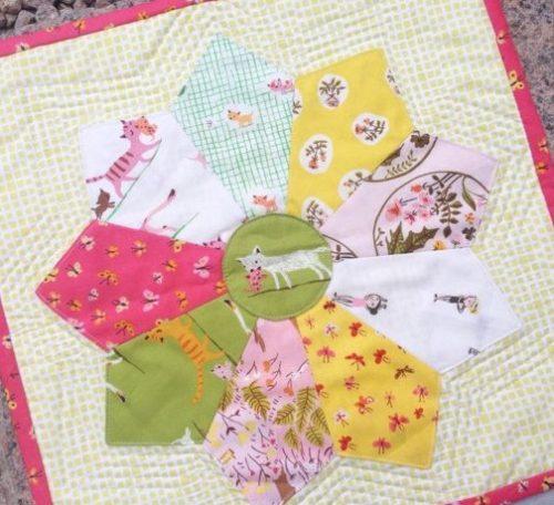 Sew a mini Dresden plate quilt