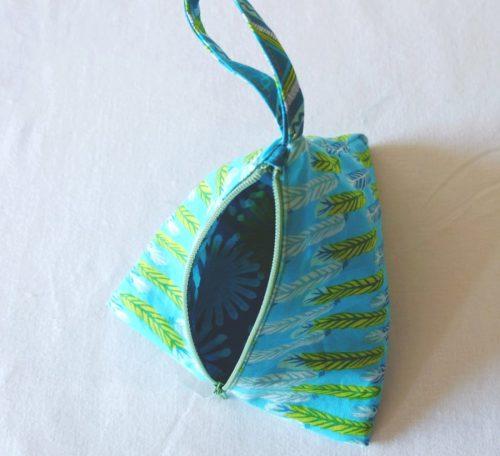 Sew a pyramid purse